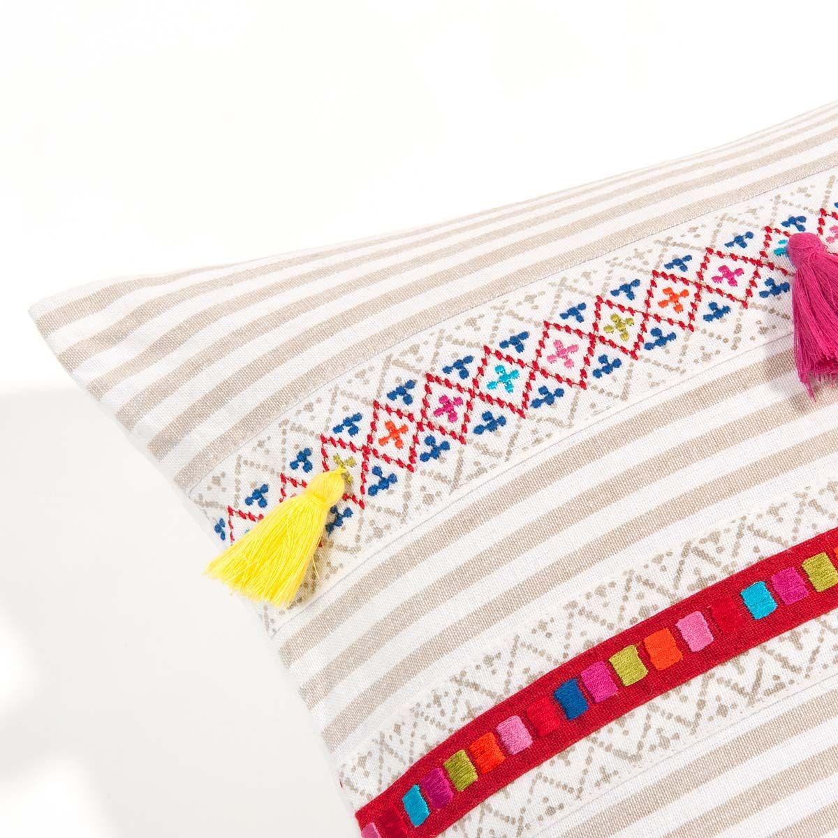 Coussin à pompons multicolores en coton 35 x 50 cm OJAL | Maisons du Monde