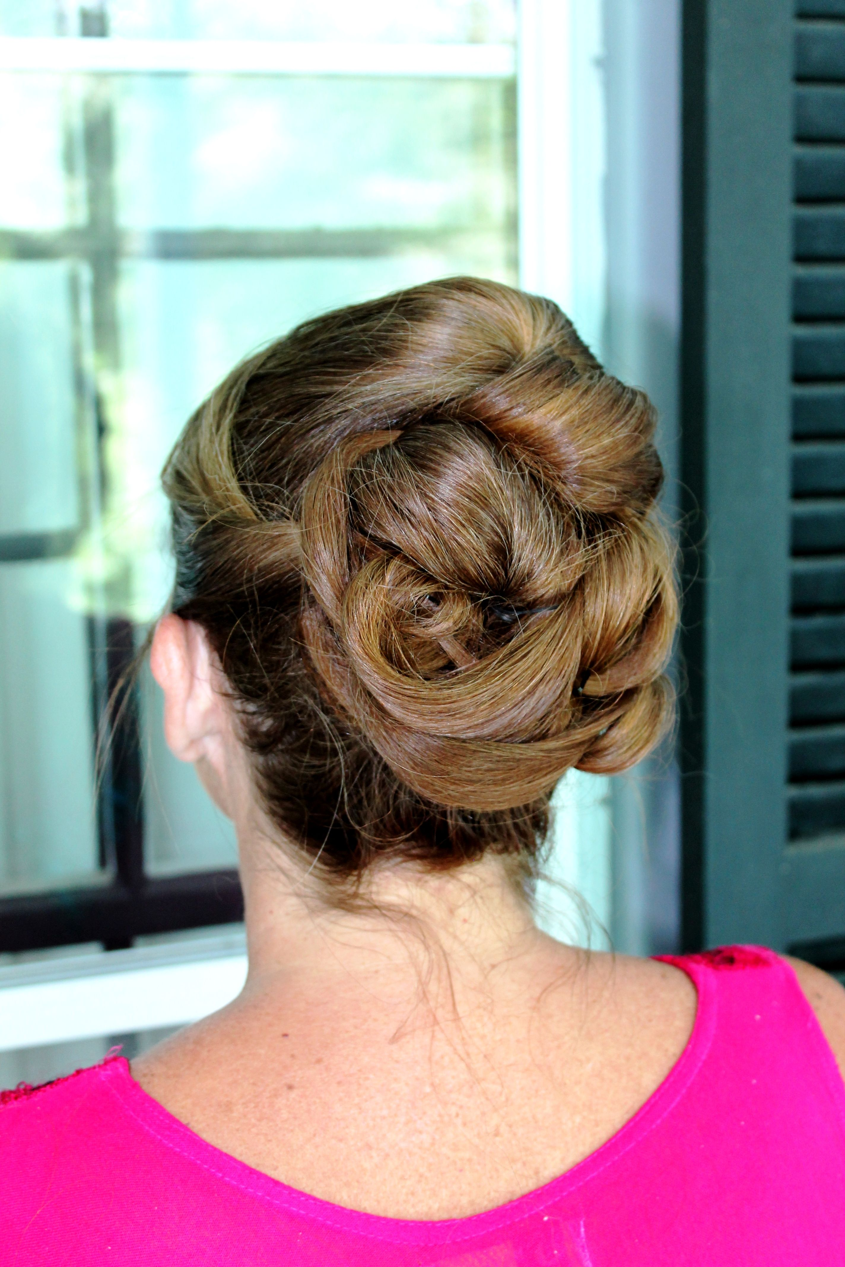 Gorgeous sculpted updo for the mother of the bride rollersandrouge