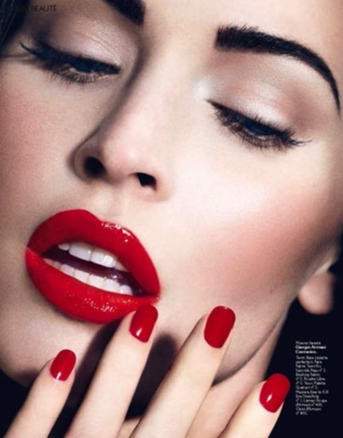 Simple Makeup But Make It Stand Out With Red Lips And Red Nails