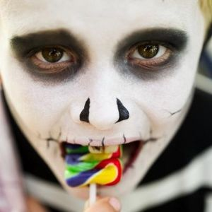 Google Image Result for http://img.ehowcdn.com/article-new/ehow/images/a07/vs/jc/great-ideas-scary-halloween-makeup-800x800.jpg