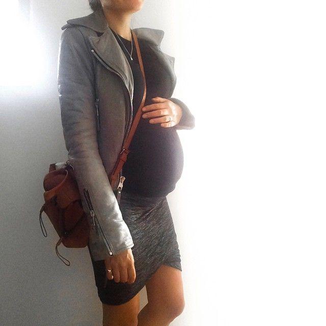 Monkey og jeg tar helga! #leweekend #godfredag #babybump #ladybirdsnestbump #pregnant #pregnantstyle #pregnancy #gravid #ootd #27weekspregnant #balenciaga #philliplim #31philliplim #alexanderwang #tomwood #bjørg God helg!  #mumtobe #pregnantstyle