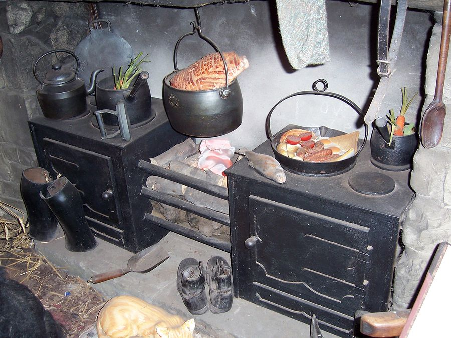 Inside A Poor Victorian Home Google Search Victorian Kitchen