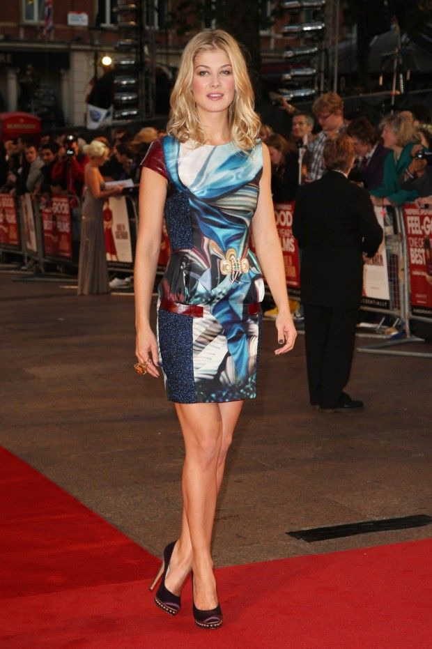 Rosamund Pike Height and Weight, Bra Size, Body ...