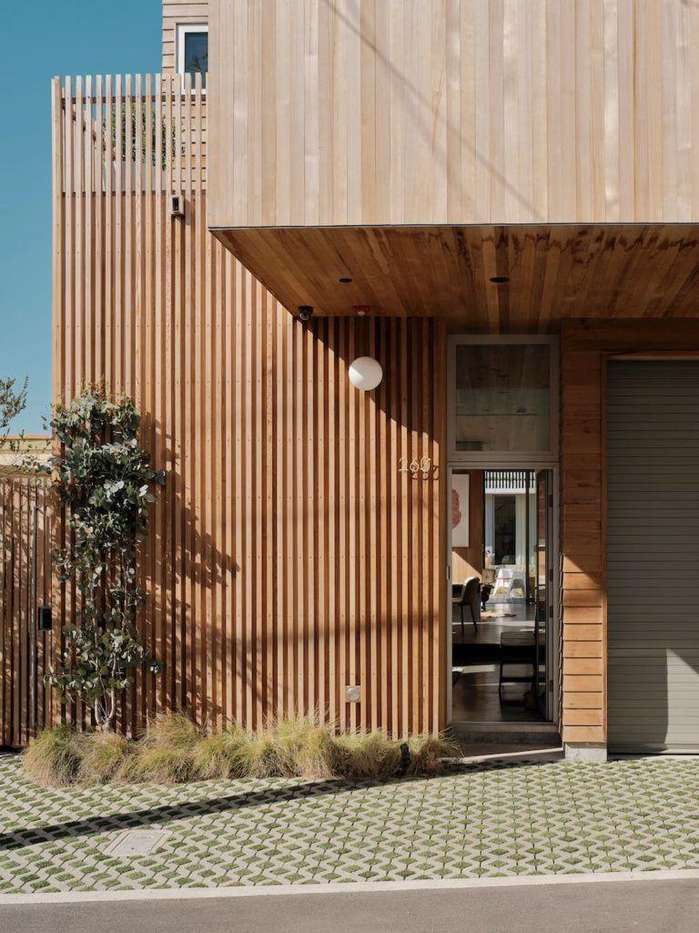 A Modern Beach House by Ras-A Studio: The Walk-Street House