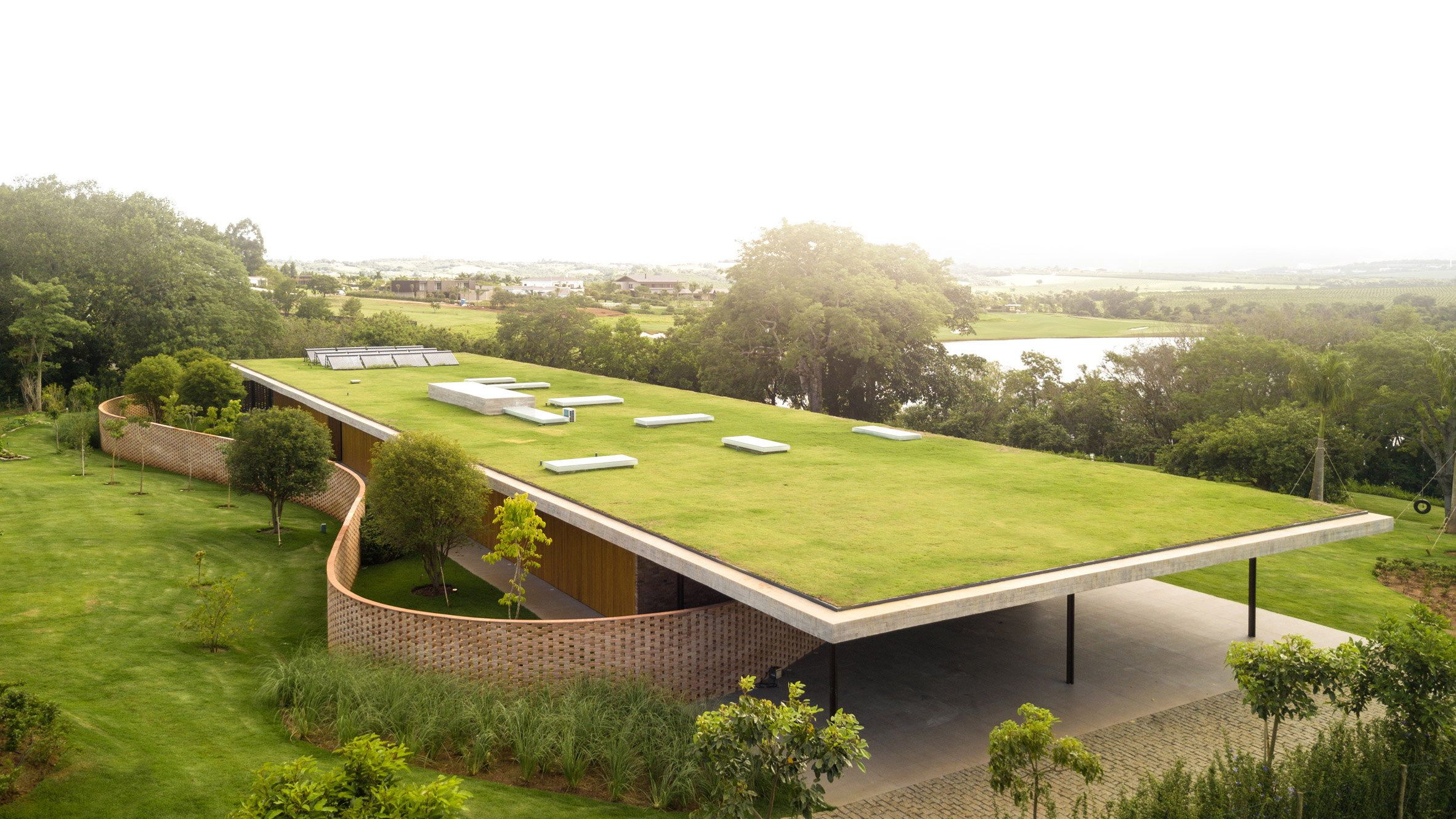 Planar House By Studio Mk27 Marcio Kogan Wowow Home Magazine Green Roof House Roof Architecture Grass Roof