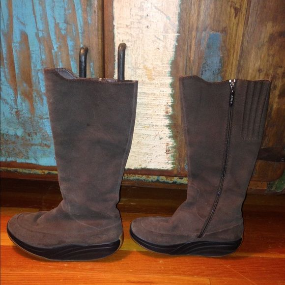 MBT TAMBO Tall Rocker Bottom boot MBT s Tambo leather boot is on the  cutting edge of b08fb0e95