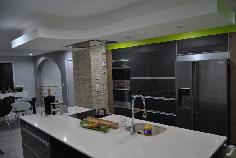 ilot central, cuisine, hotte plafond, hotte roblin, vert pomme, 53