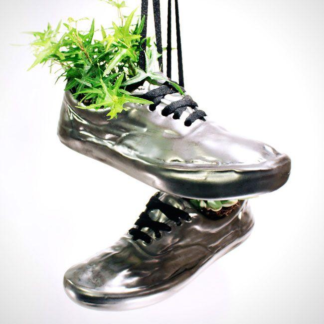 Le Phenomene Shoefiti envahit les Pots de Fleurs