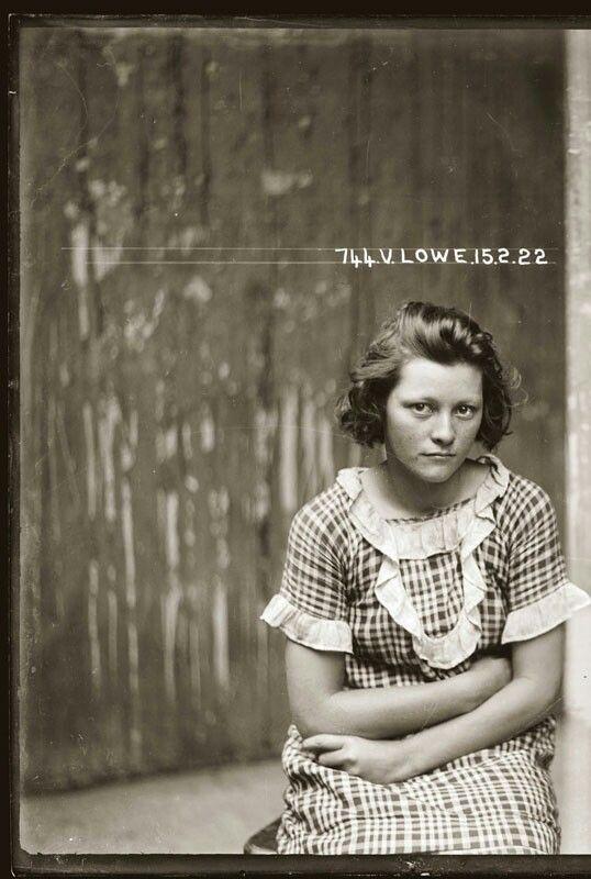 http://twistedsifter.files.wordpress.com/2013/10/vintage-candid-mugshots-of-dapper-criminals-1920s-29.jpg
