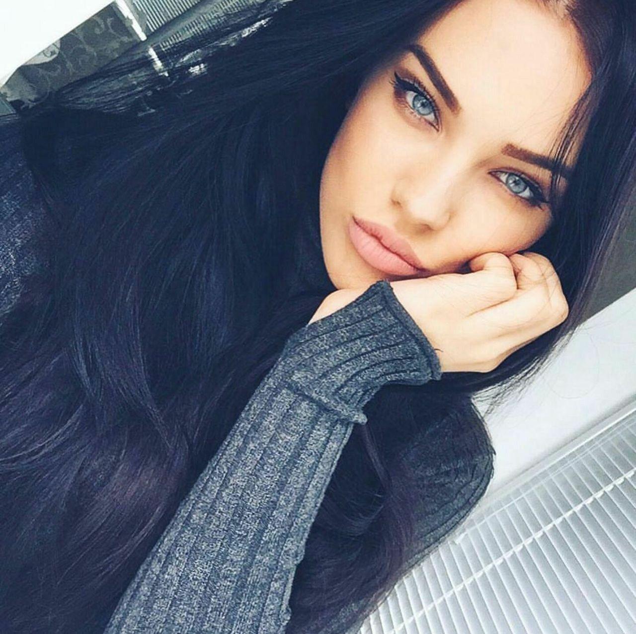 Pin By Lara On Eyesofbeauty Black Hair Blue Eyes Hair Beauty Long Black Hair