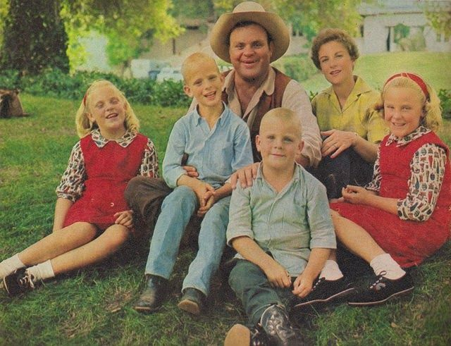 Dan Blocker and his Beautiful Family♡ Sons Dirk and David and twin  daughters Danna and Debra Lynne .. Wife… | Old movie stars, Celebrity  families, Hollywood couples
