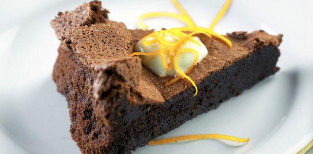 Torta de Chocolate com Creme de Licor de Laranja