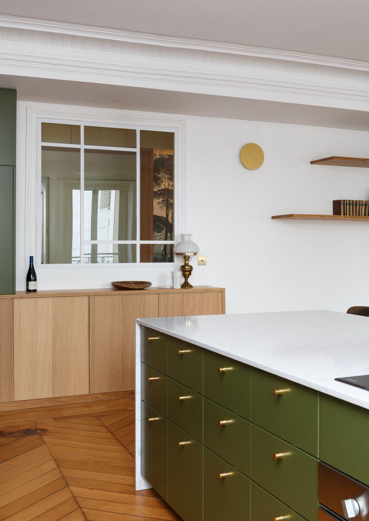Une cuisine et une salle de bain esprit Art Déco dans un appartement ...