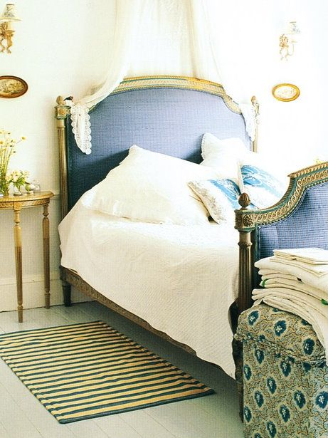 I love the navy blue and gold bed! Bed Pinterest Neutral, Gold