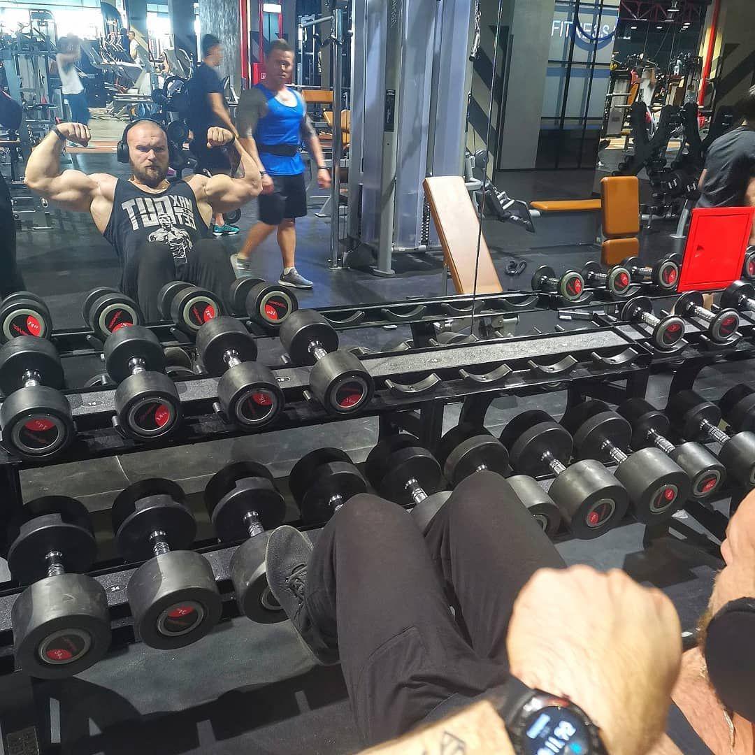 Когда ты понимаешь, что ещё далеко до идеала.... Но идёшь по намеченому пути.. 🤨#mylife#mystory#myfuel#bodybuildinglifestyle#bodybuilding#bodybuildingmotivation#bodybuildinglifestyle#powerlifting#fitness#gym#gymlife