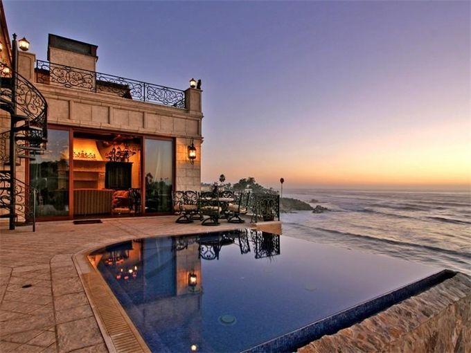 Oceanfront Infinity Pool Overlooks A Cove In La Jolla California