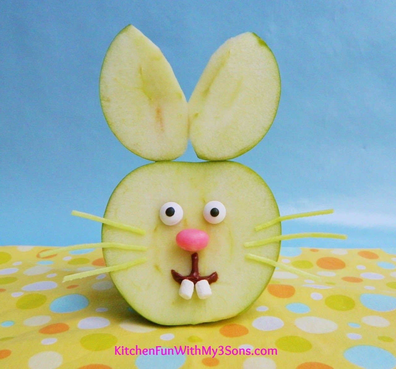 Easter Bunny Apple Fruit Snack...so easy to make & a huge hit with the kids! #Easter snack