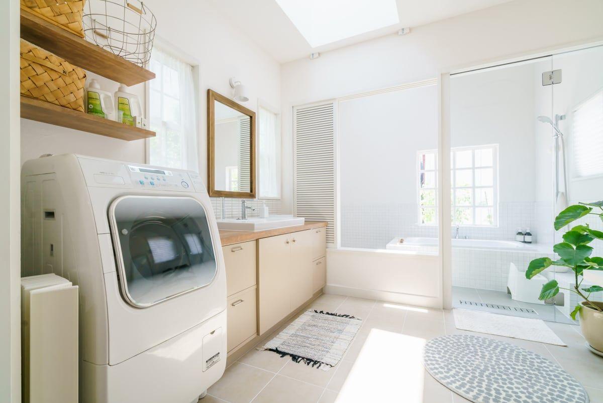 浴室乾燥機と洗濯機の乾燥機能 どちらが便利 先輩ママたちの答えは 2020 画像あり 浴室乾燥 浴室乾燥機 乾燥機