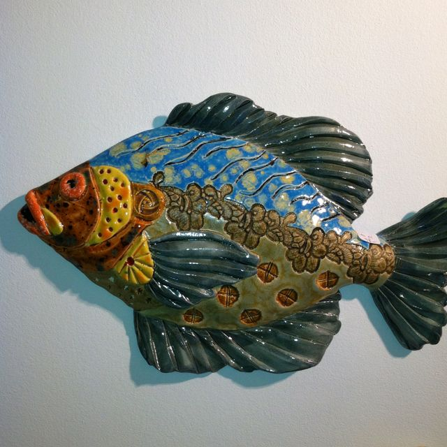 Ceramic fish at the Paul Brent Gallery. Details!- Adv Project for the Coral Pot project.