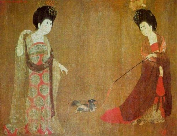 I forntidens Kina var en kejsarens sista försvarslinje en liten Pekingese som bokstavligen gömde sig i rockärmen.  Presenter till hundar