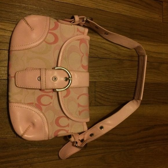 Pink Coach purse A small pink coach purse that can be a great gift for the holidays. been used but still in good condition Coach Bags