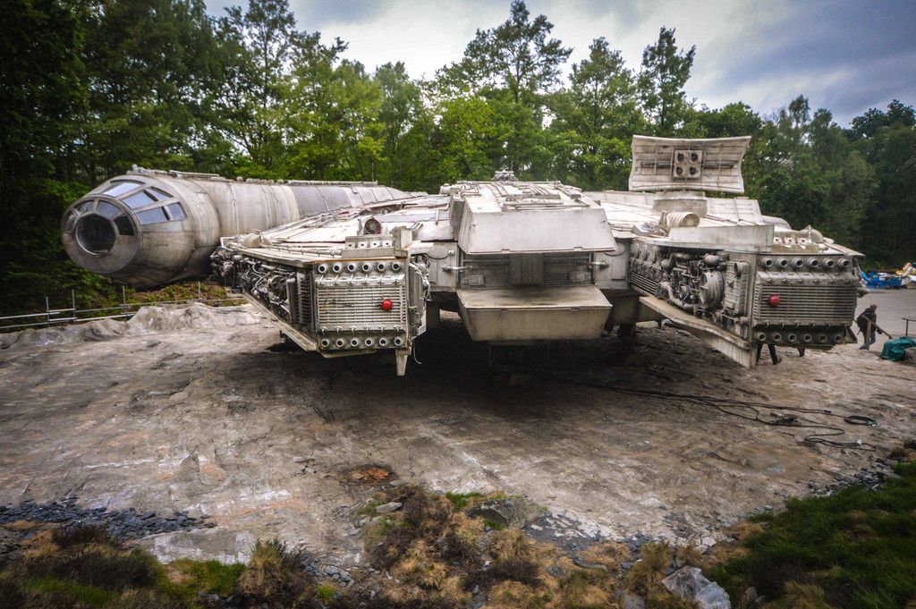Detailed Set Photos of The Millennium Falcon From STAR WARS: EPISODE VIII