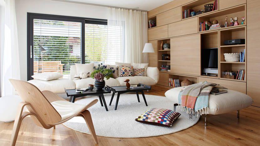 Wohnbereich des SCHÖNER WOHNEN-Hauses mit moderner Schrankwand aus - schoner wohnen wohnzimmer grau