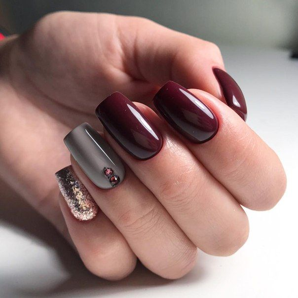 Christmas Themed Red Wine Colored Nails With Light Pink Champagne Sparkles And Light Pastel Grey Wine Nails Burgundy Nails Burgundy Nail Designs