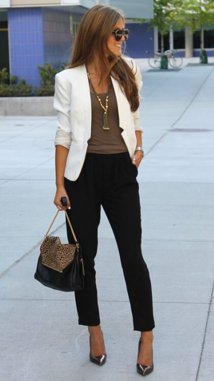 c64994c74f18 Love this whole look, the white blazer with shirt and necklace and the  cropped pants