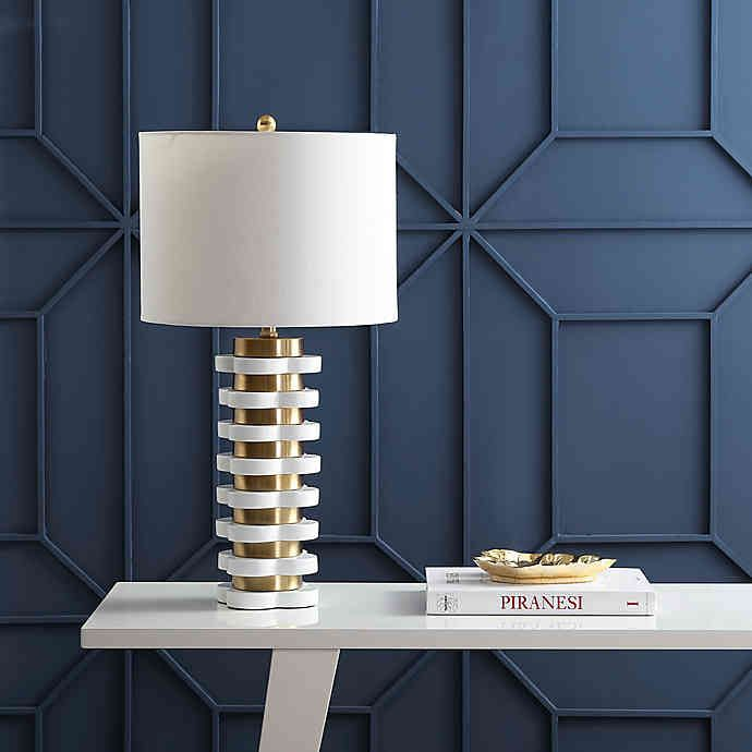 Equally preppy and glamorous, a series of resin quatrefoil shapes are interspersed with golden brass rings to create a stripe effect on this stunning lamp. With a stature of 26.5