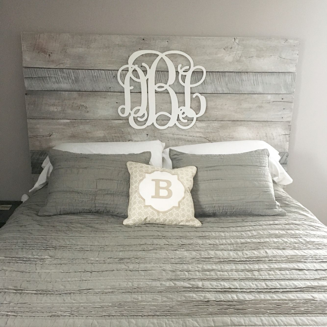 Diy Ideen Schlafzimmer White Washed Barnwood Headboard With Gray Accents For