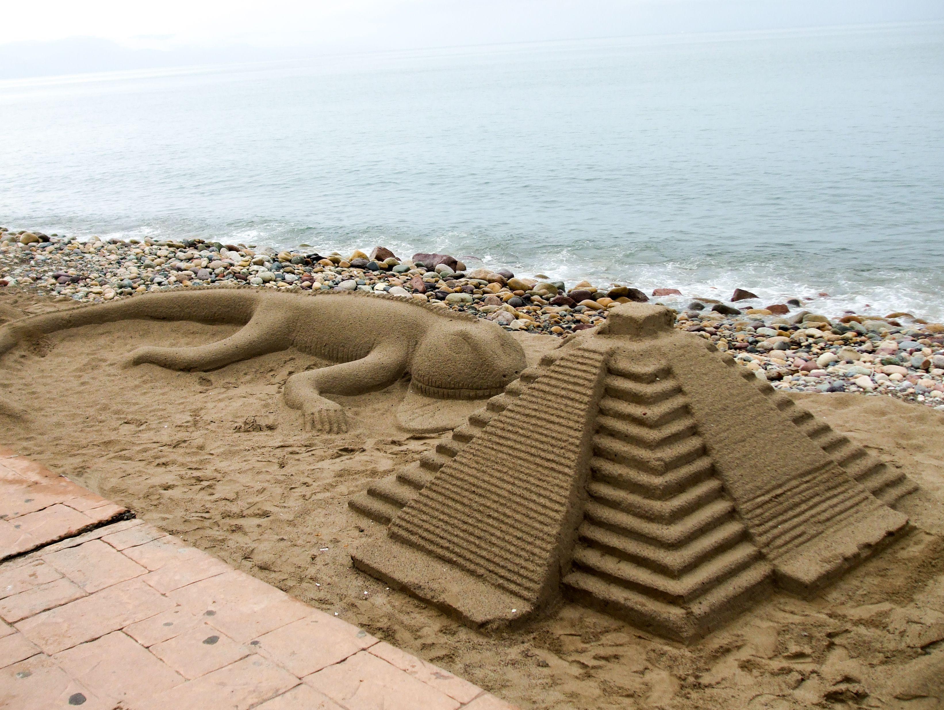 Tremendas figuras hechas en las playas de Grecia.