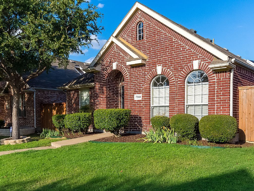 House Vacation Rental In Plano Texas United States Of America From Vrbo Com Vacation Rental Travel Vrbo With Images House Styles Mansions Vrbo