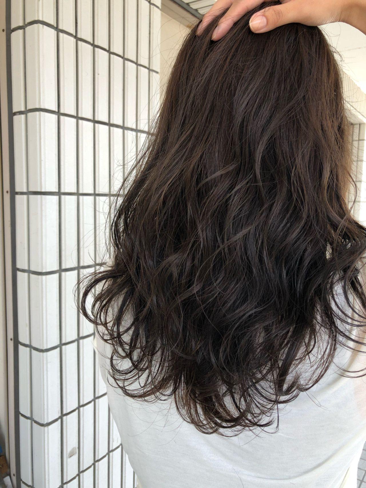 王道 アッシュブラウン 髪色 暗め 髪 色 黒髪ロング パーマ