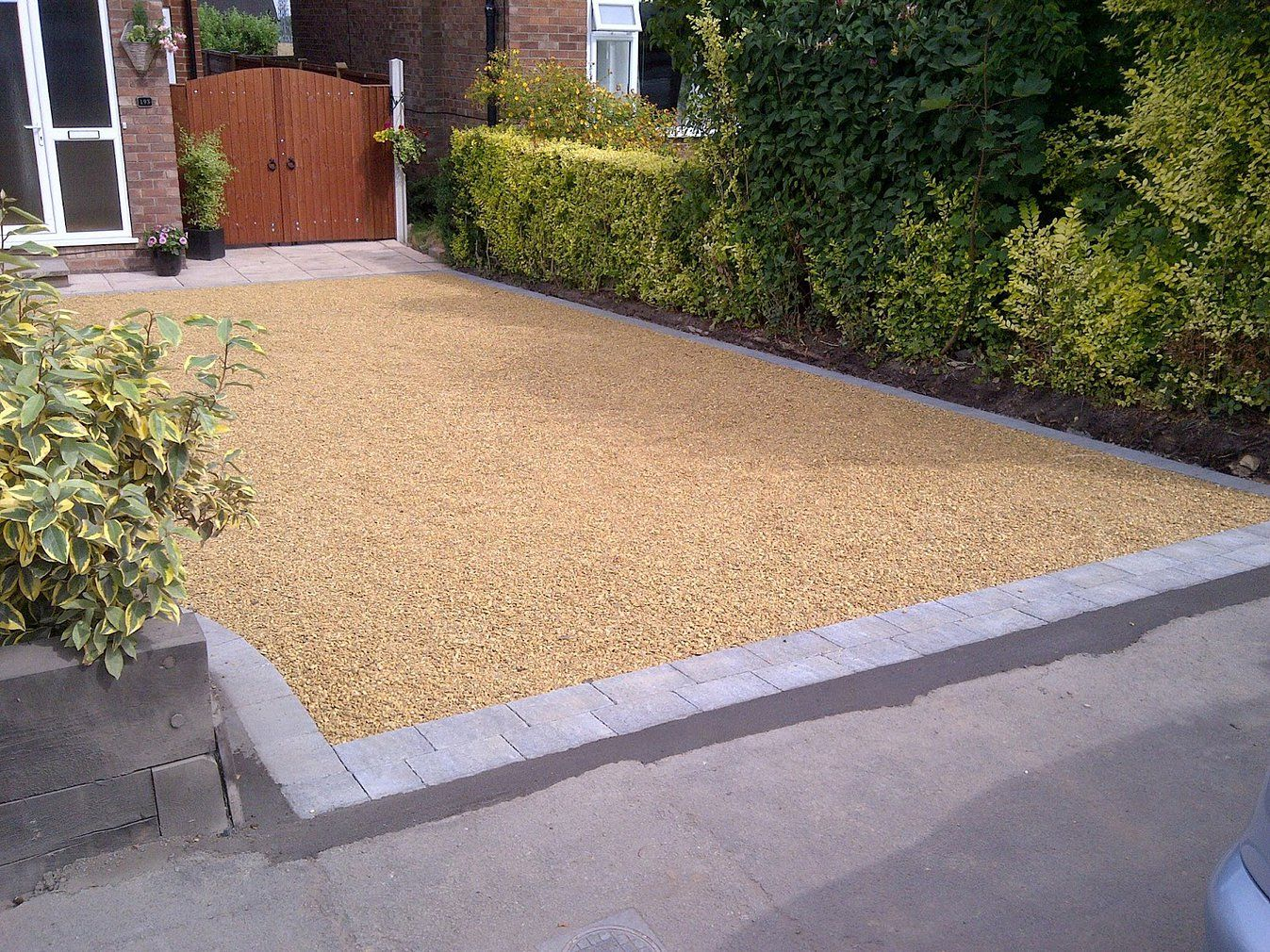 Gravel driveway with block paving edging or border drive for Gravel path edging ideas