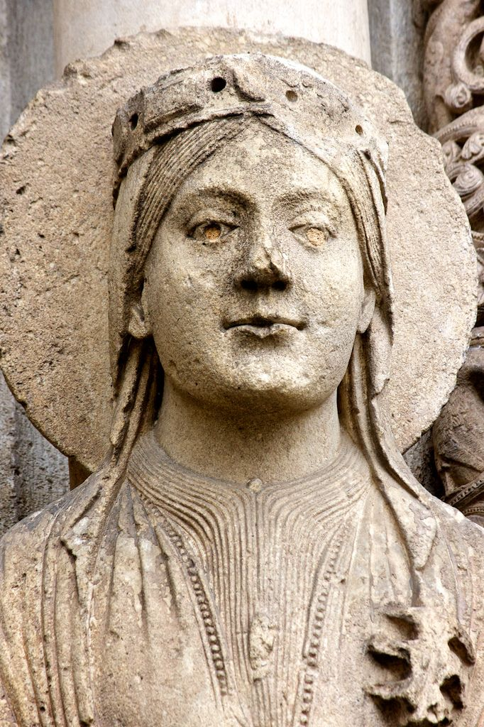 Queen of Sheba Central portal, West (Royal) Portal, Chartres Cathedral, Chartres, France. https://farm2.staticflickr.com/1410/5168132806_35d0f3a131_b.jpg