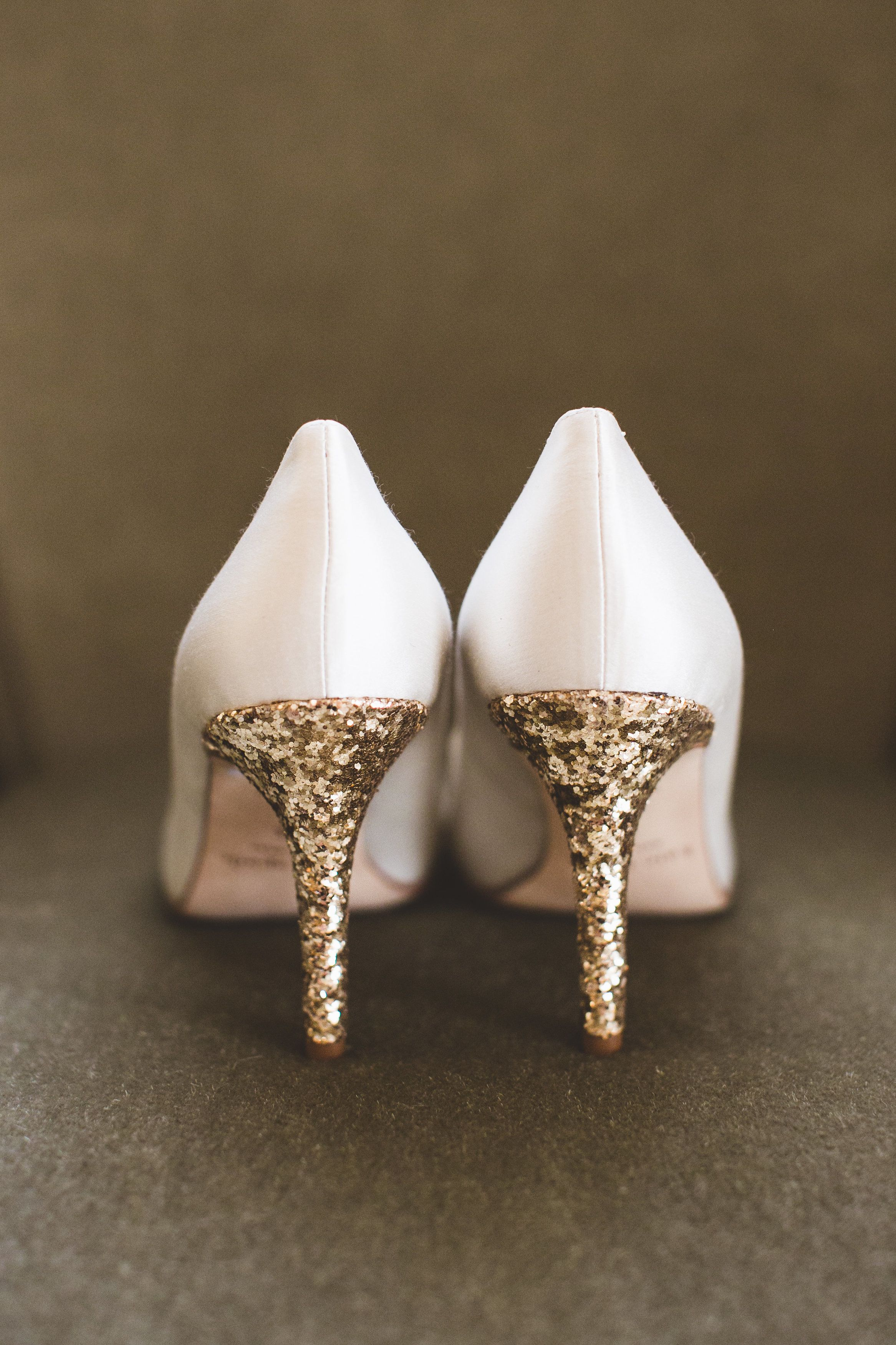 08527afbcb2b White pumps with glittery gold heels - such an adorable touch of glam.  Photography  Maria Vicencio Photography - mariavicencio.com  Read More   http