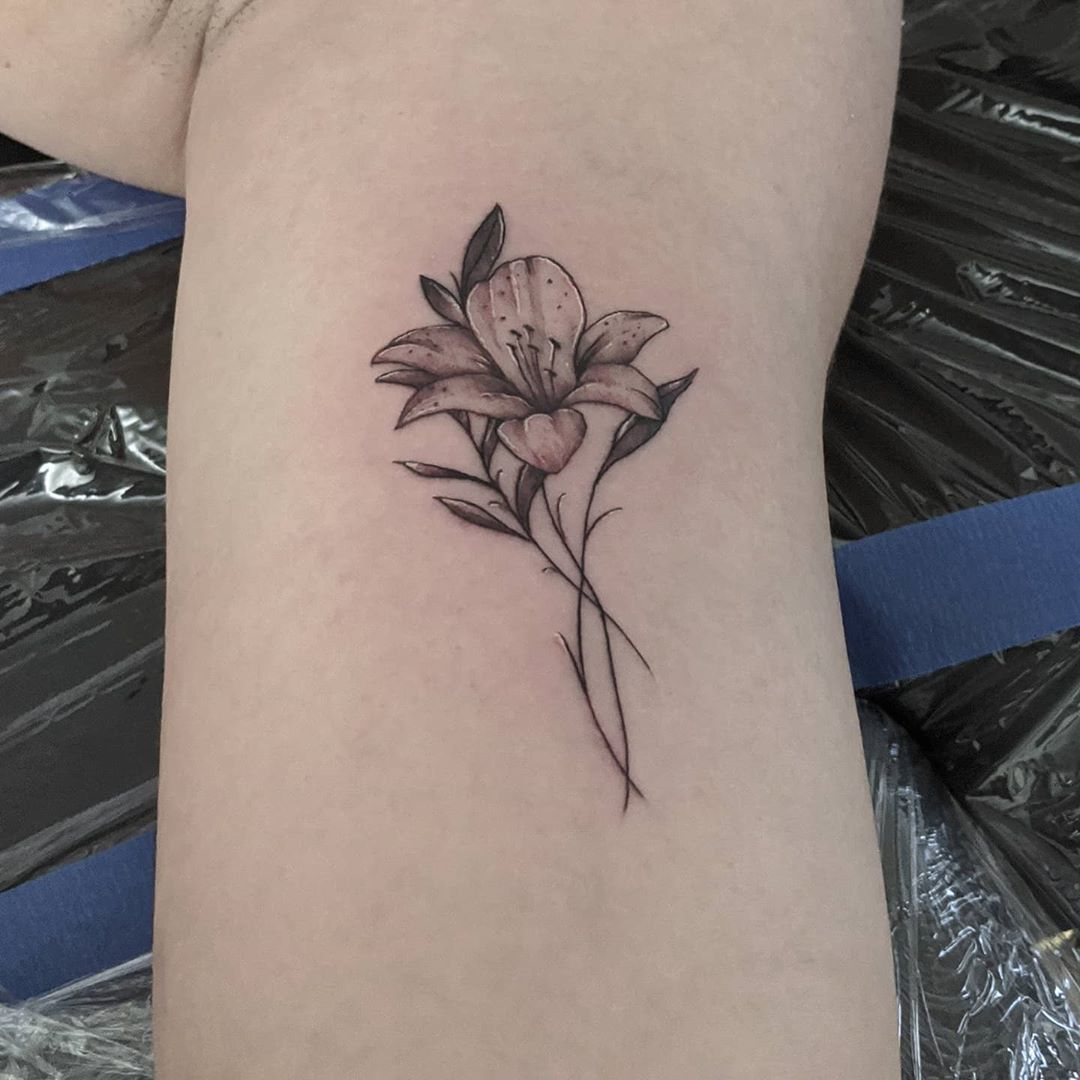 Nice little flower . . . . . . . #tattoo #tattoos #tattooart #tattooshop #shop #blackandgrey #black #color #tattoooftheday #traditonal #traditionaltattoo #awesome #guyswithtattoos #girlswithtattoos #ink #color #dowhatyoulove #lovewhatido #teamspacebat #mattypchandler