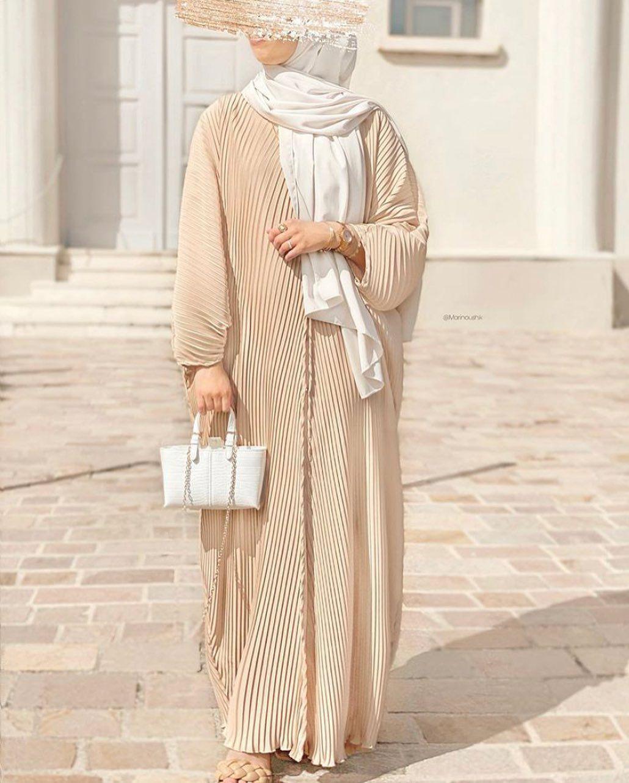 El Jawariya On Instagram Kimono Plisse Voici Le Kimono Plisse Porte Par La Belle Mari Abaya Designs Abaya Fashion Dubai Muslim Fashion Outfits