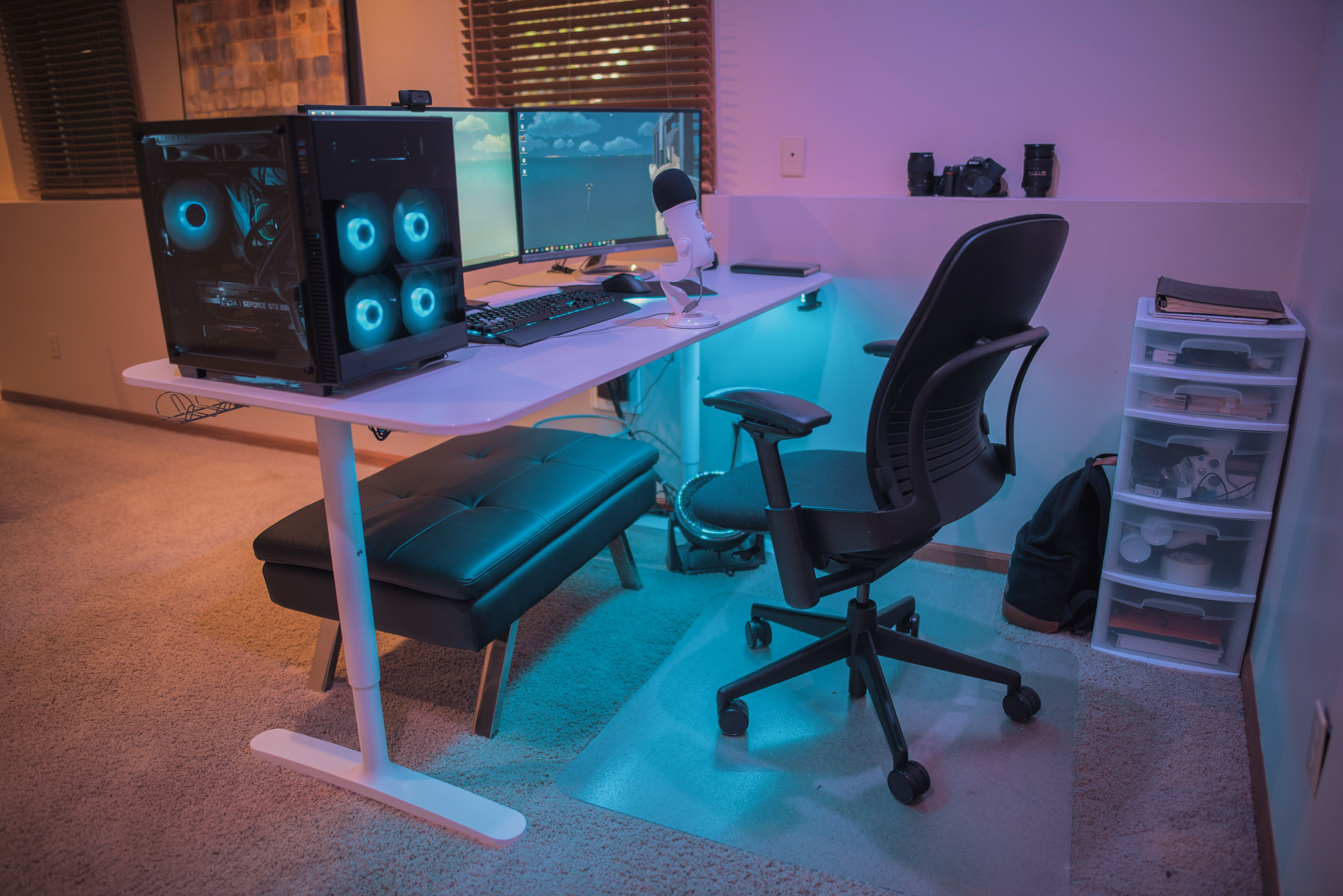 Finally feeling like its complete Desk setup, Desk