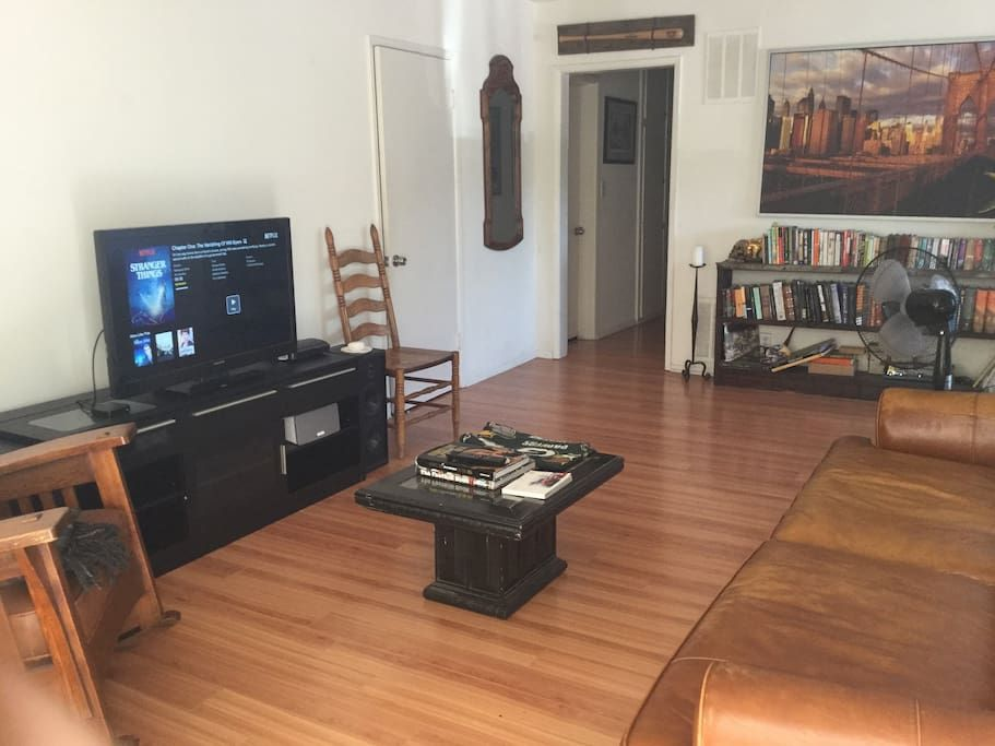 Apartment In West Hollywood United States With Just Steps Away From The Corner Of Santa Monica Blvd Amp Fairfa Apartment Room Comfortable Living Rooms Room