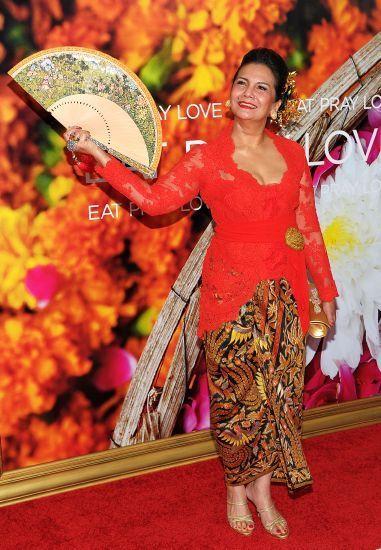 Photo of Christin Hakim's Red Kebaya on Premiere of 'Eat, Pray, Love'. Hoping…