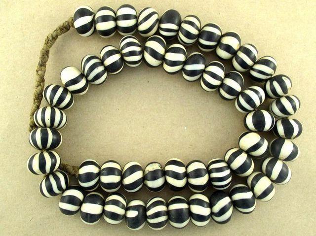 Happy Mango Beads - Black