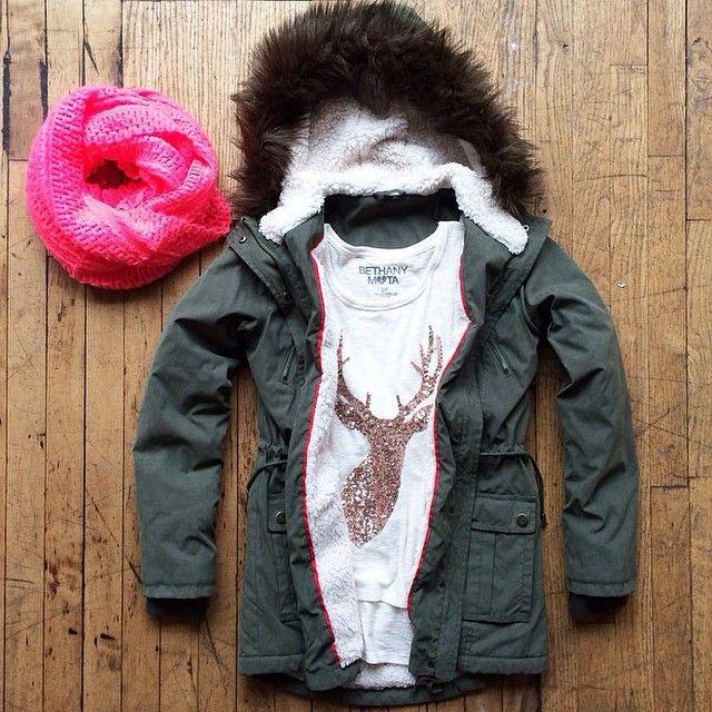 Une tenue bien confortable et chaude pour affronter le vent glacial qui accompagne ce mois de décembre... Couvrez-vous bien et passez un bon #dimanche ! Qu'avez-vous prévu #today ? #bisous 😘 #sunday #cocooning #auchaud #repost #aerospotale #aeronow #ootd #winteriscoming #december #outfit #fashionblogger #look #coat #scarf #pink #clothes #mode