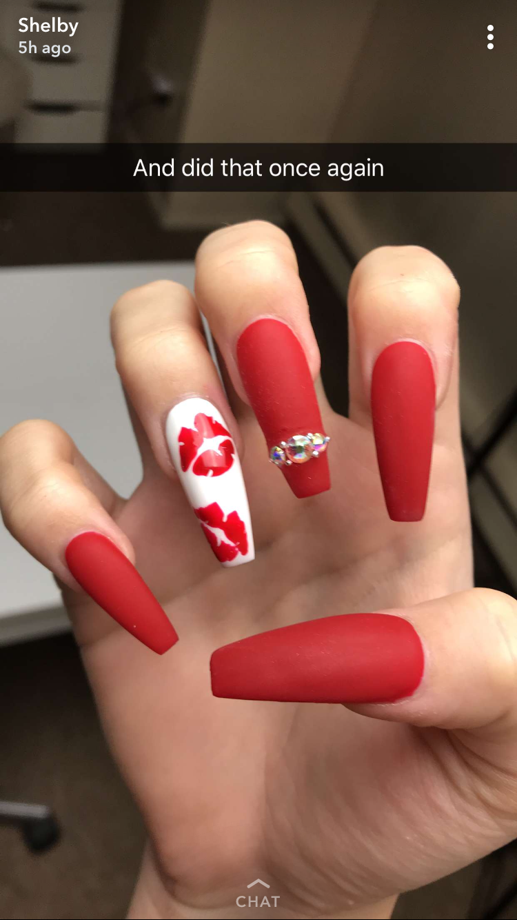 Pin By Yomis On Unas Red Nail Art Designs Red Acrylic Nails Red Ombre Nails