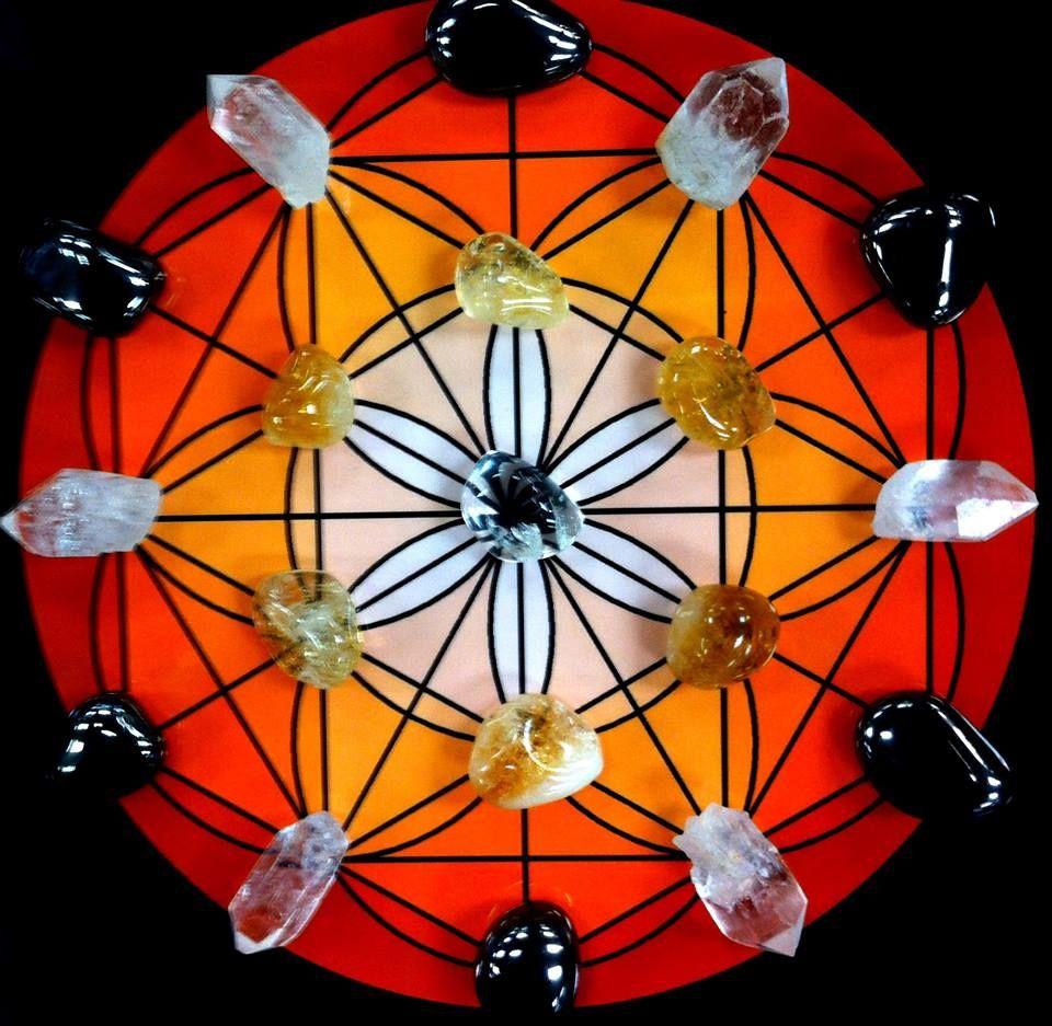 Crystal grid for manifestation clear quartz center