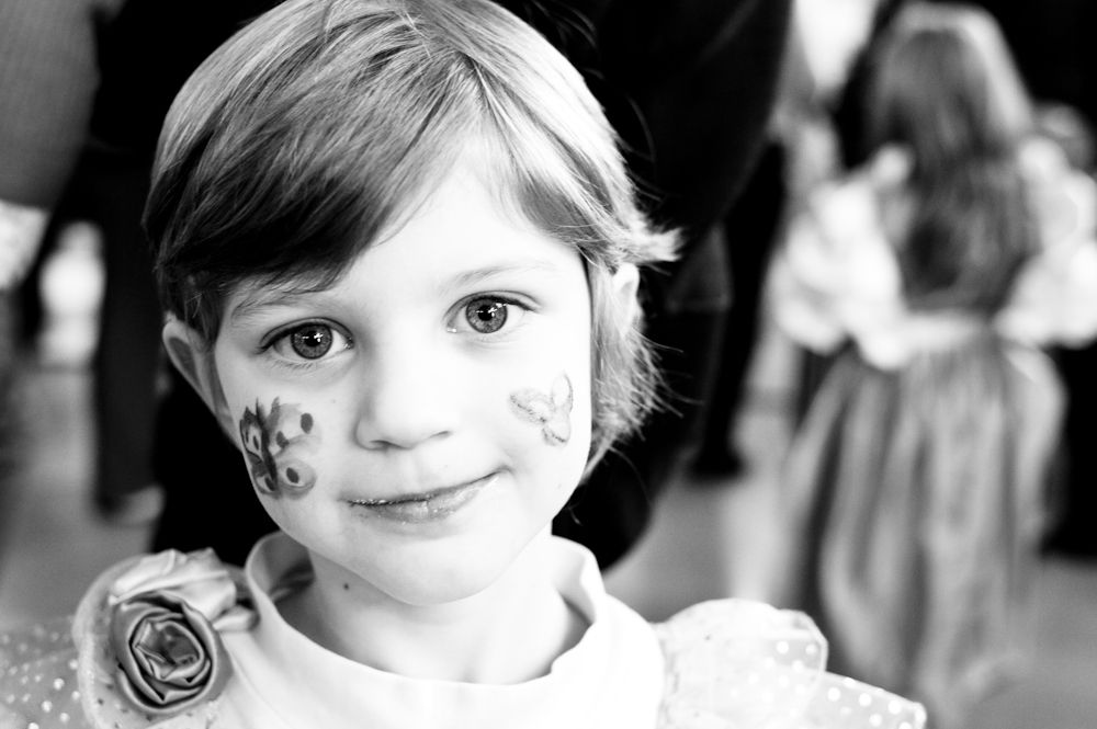 Ritratti Bambini ~ Look at me portrait in black and white ritratto bambini