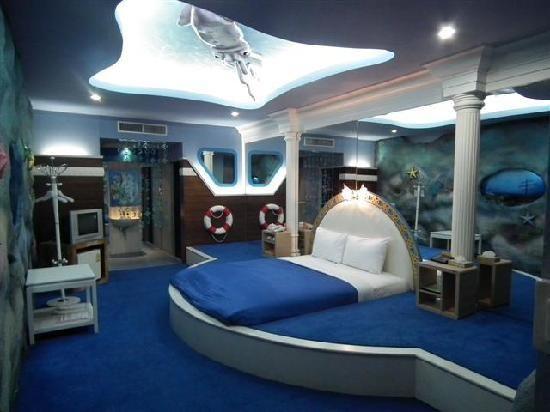 Underwater rooms the adventure hotel underwater world for Underwater bedroom designs