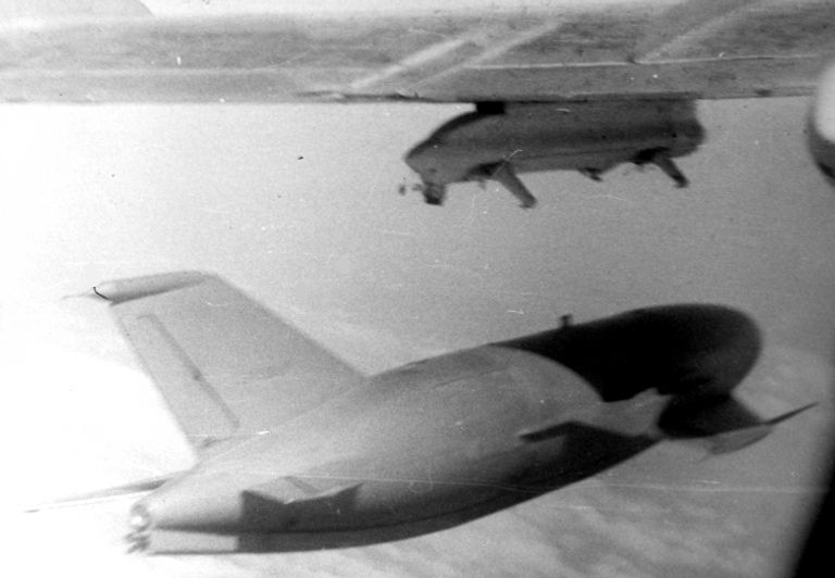 Un KSR-2 / AS-5 Kelt ser liberado de un Tu-16 Badger (AV-MF).