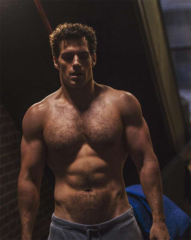 Henry Cavill Is Shirtless And More Muscular Than Ever Superman Actors Shirtless Henry Cavill